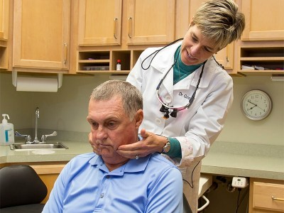 TMJ dentist Dr. Grimshaw checking patient for jaw pain
